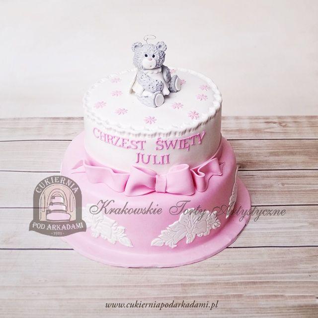 199BD Piętrowy tort na chrzest dziewczynki z kwiatowym ornamentem, kokardą i figurka misia-aniołka. Baby girl christening cake decorated with pink bow and angel-bear topper.