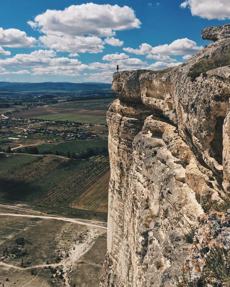 На краю у обрыва на Белой скале