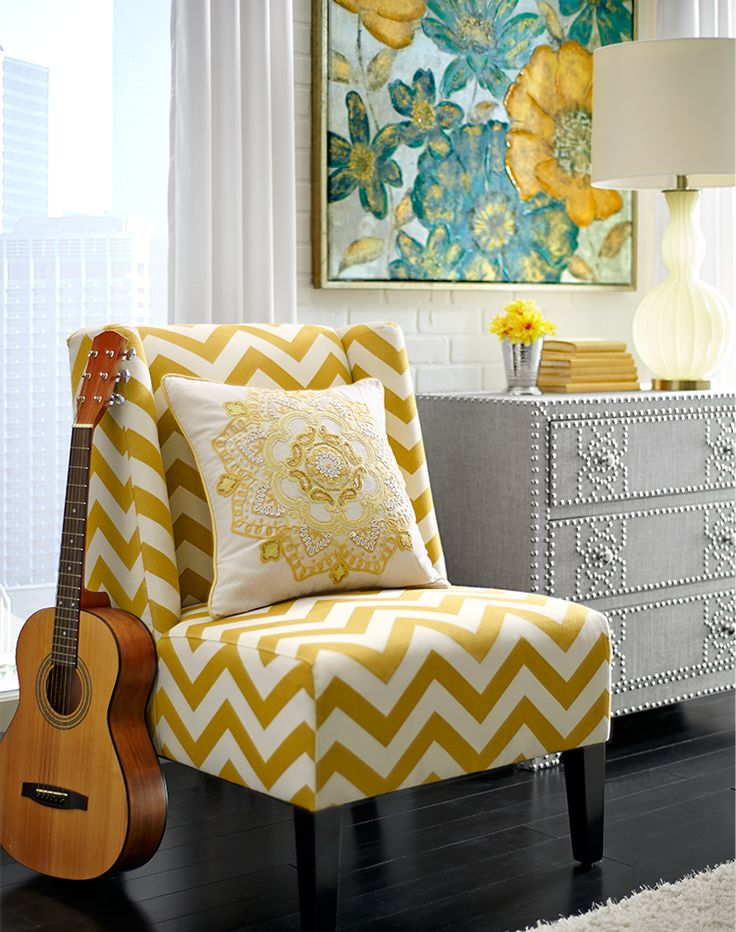 We see a pattern here: Pull some of your favorite room colors into your wall decor.