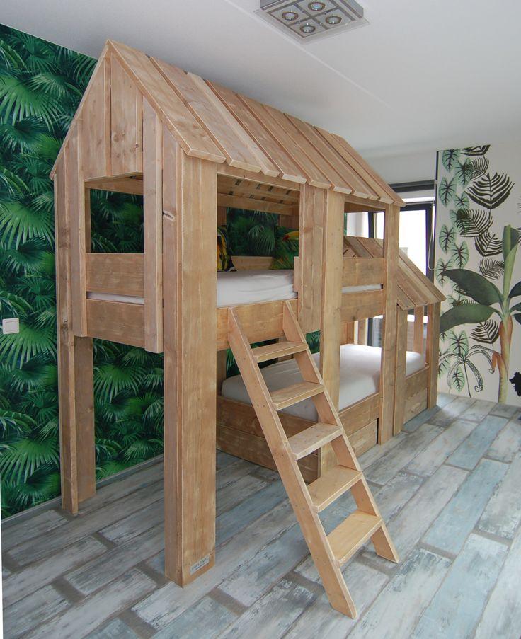 Boomhut Duo Stapelbed van gebruikt steigerhout, een must voor elke Junglekamer van muramura.nl