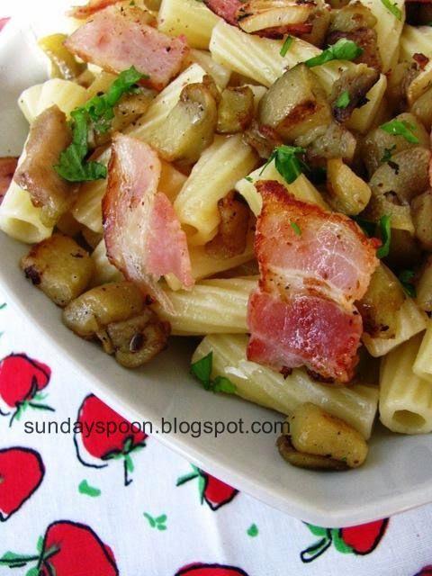Eggplant and bacon pasta / Σκορδάτη μακαρονάδα με μελιτζάνα και μπέικον