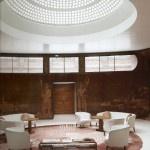 Muy buenos días de Miércoles!! Hoy comenzamos la mañana despegando de nuestro Mundo Arquitectura, seguimos comentando casas que son una verdadera obra de arte. Hoy les toca el turno a los arquitectos John Seell y Paul Paget, autores de una remodelación increíble del Palacio de Eltham (Londres) en 1936, para la rica pareja Stephen y Virginia Courtauld. Comenzamos!! buenos días y buen miércoles!!    http://universolamaga.com/blog/?p=5579#.URs-tXAqnb8