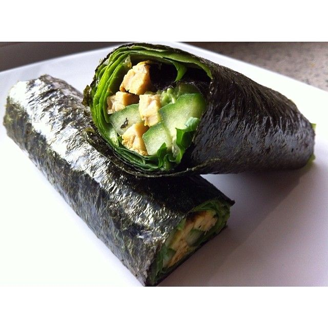 Change it up with seaweed. Coconut curry tempeh, cucumber and avocado on a layer of mixed greens rolled up into a delicious wrap. Option - hot sauce #vegan #vegansofig #vegetarian #vegantoronto #torontovegan #veganfoodshare #whatveganseat #whatvegansdo #healthy #eatclean #plantbased #fresh #energy #nutrition #cleanlivin #cleanlivinlife #foodporn #straightedge #veganfoodporn #veganlife #veganism #vegansofinstagram #veganlove #vegans #veganlifestyle #veganeats
