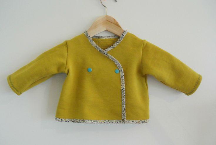 Brassière cache-coeur bébé dans un tissu molletonné France Duval-Stalla et patron Anatole de Citronille