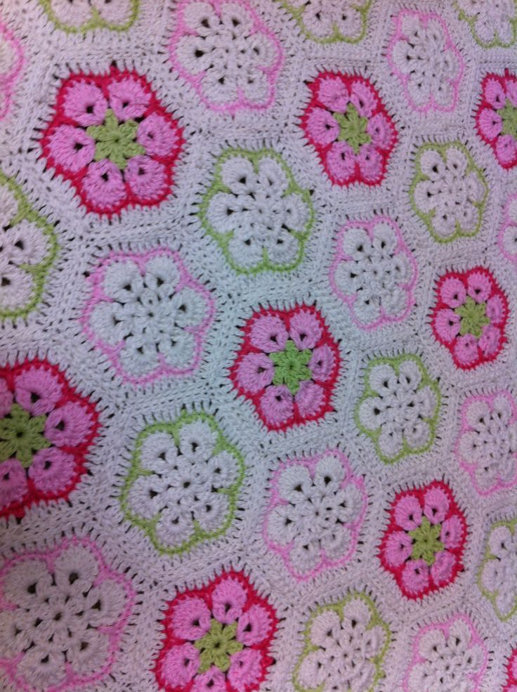 African Flower Crochet Baby Blanket Pattern : Hexagon African Flower Haken: African Flower Pinterest ...