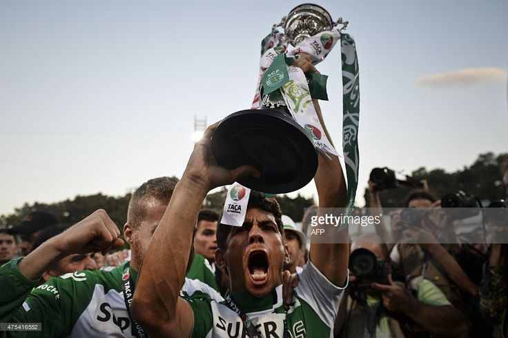 Sporting's midfielder Andre Martins holds the trophy as he celebrates the victory after the Taca de Portugal (Portuguese Cup) football match final Sporting CP vs SC Braga at Jamor stadium in Oeiras, outskirts of Lisbon on May 31, 2015. Sporting won after penalty session by 3-2. AFP PHOTO/ PATRICIA DE MELO MOREIRA