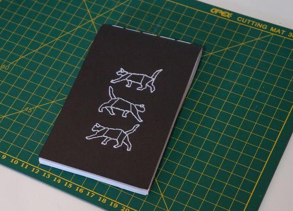 Encadernação artesanal gatos, Encadernação, artesanato, bloco de anotações, caderneta, bordado, encadernação manual, Nó d'Art, emboiderie Notebook Moleskine,https://www.facebook.com/noarteloja/