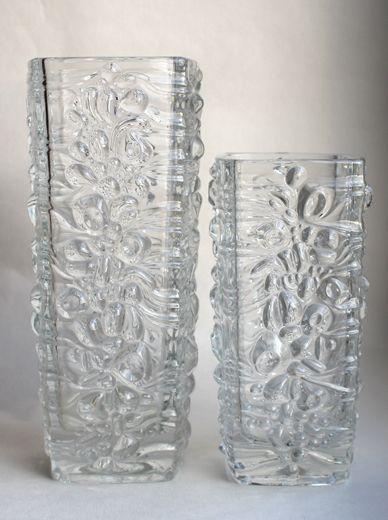 Bohemiabloggen: Glasbruk: Hermanova. Frantisek Peceny har formgivit denna serie för Hermanova i början på 70-talet. Jag har för mig att den finns i flera delar, men jag har bara lyckats hitta skålen som hör till. Den verkar även ha tillverkats vid Libochovice (Pattern No. 3460) och produktionskatalogen för Libochovice antyder att mönstret åtminstone även finns på en ljusstake och ett askfat.