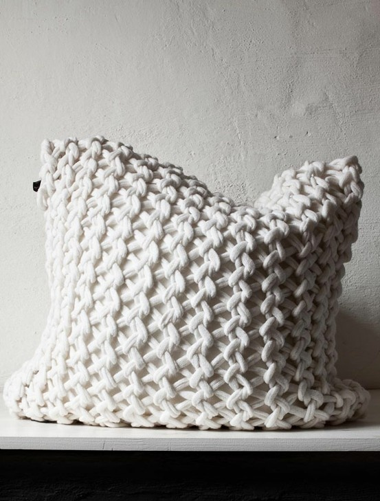 knitted pillow From daniellawitte.blogspot.com.es