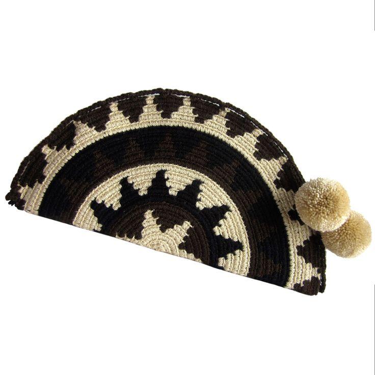 Sencilla Abanico Wayuu Clutch. Handmade and Fair Trade Wayuu Clutches – LOMBIA & CO. | www.LombiaAndCo.com