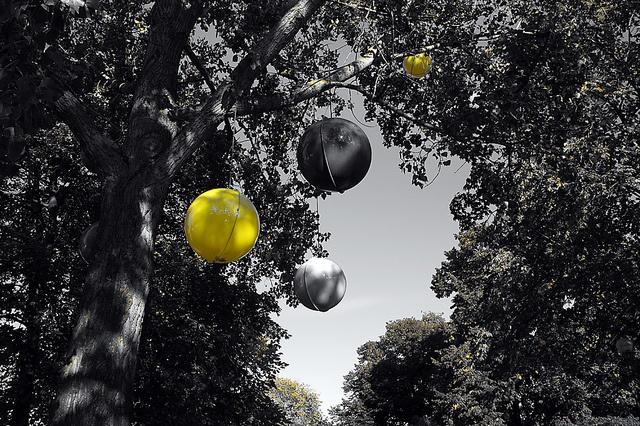 Coloured globes II @ Djurgården     http://blogg.attefall.se