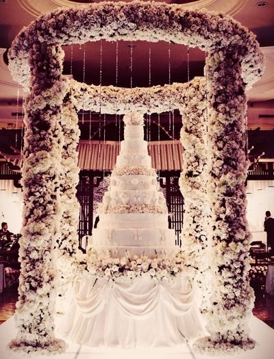 The bigger the better! Treat yourself to a stunning wedding cake to match your sumptuous celebrations. #biggerisbetter