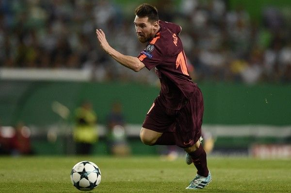 Lionel Messi of FC Barcelona in action during the UEFA Champions League group D match between Sporting CP and FC Barcelona at Estadio Jose Alvalade on September 27, 2017 in Lisbon, Portugal.