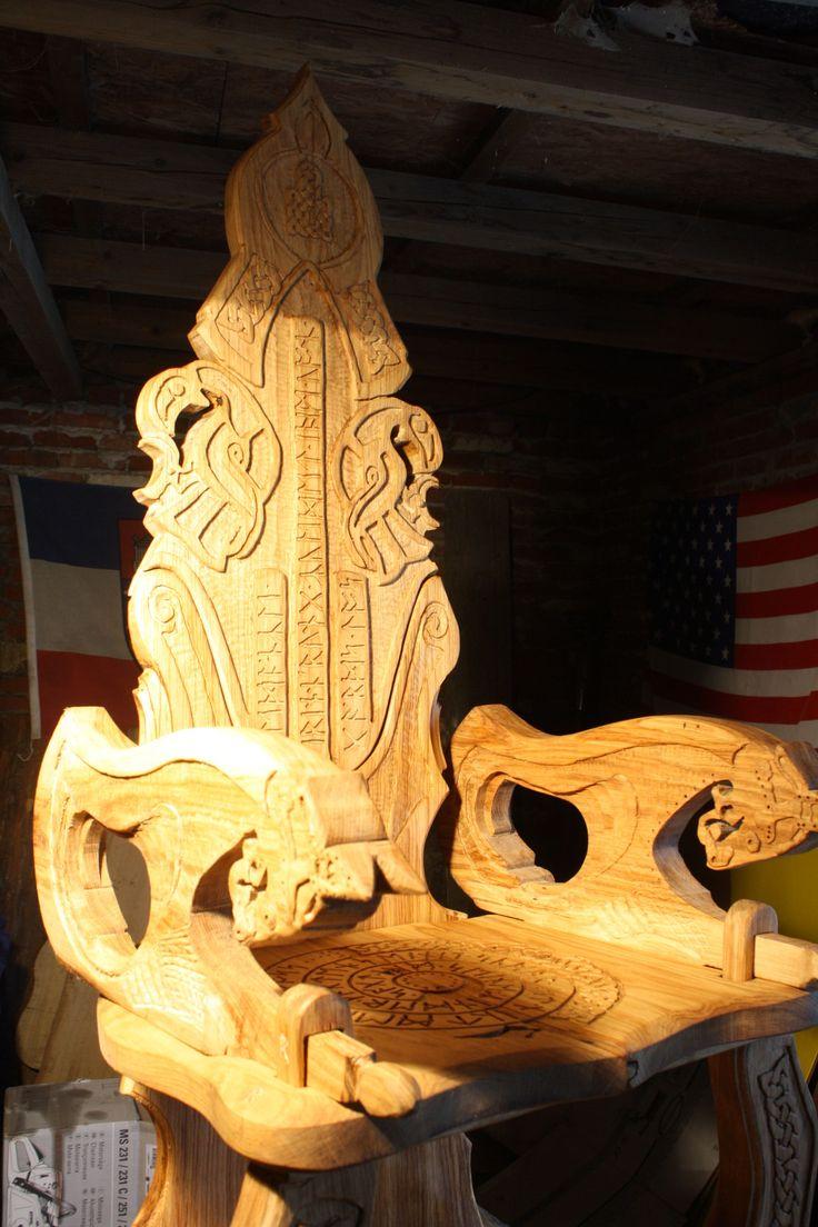 Thron von mir   viking carving Wikinger Schnitzerei und Möbel  wood  Design by Reiner van Ophuysen