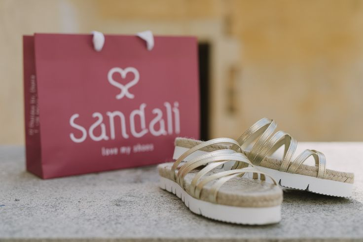Leather & straw sandals by @liberitaeshoes. #fashion #chania #sandalilovemyshoes #goldsandals #sandals #liberitae