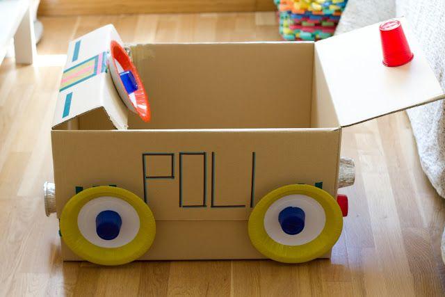 politieauto gemaakt van een doos