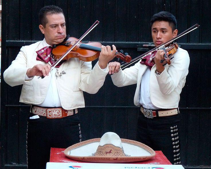 awesome Mariachis en Lima, ¡que suene la música!