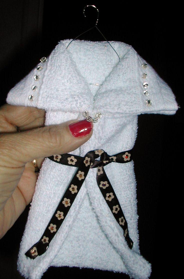 Witte badjas aan hanger