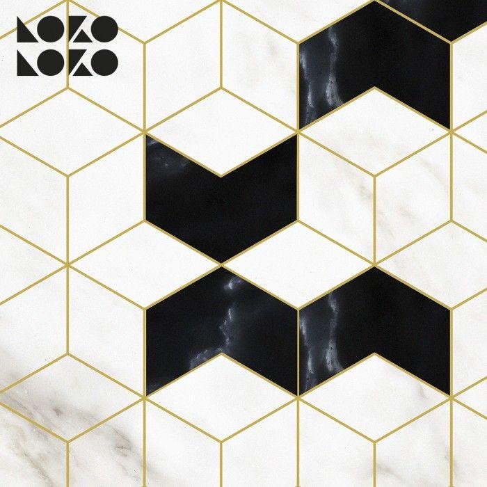 el art dejó se refleja en este diseño de hexágonos alambrico con estructura dorada sobre mármol blanco y mármol negro. Estilo decorativo lujosos, perfecto para cocinas oscuras