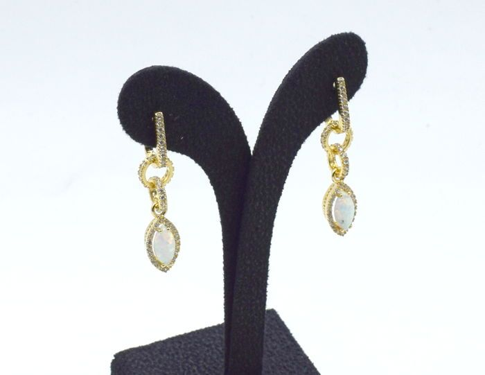 14 karaat gele gouden paar oorbellen met opalen  EUR 1.00  Meer informatie