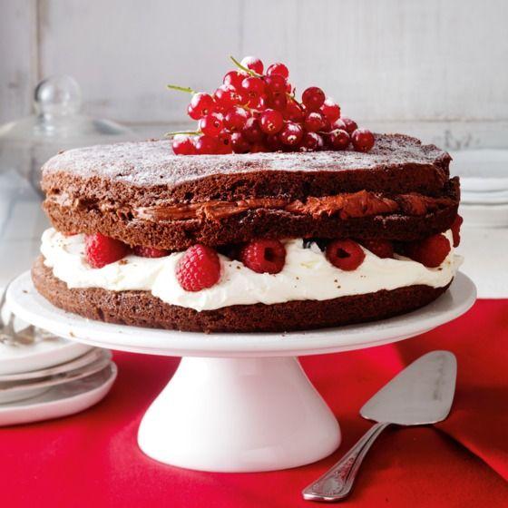 Chocoladecrèmetaart met rood fruit - Vier een zoete kerst met deze chocoladecrèmetaart. #kerst #baken #JumboSupermarkten