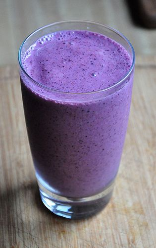 Blueberry anti-inflamatory smoothie, great for post long run days.