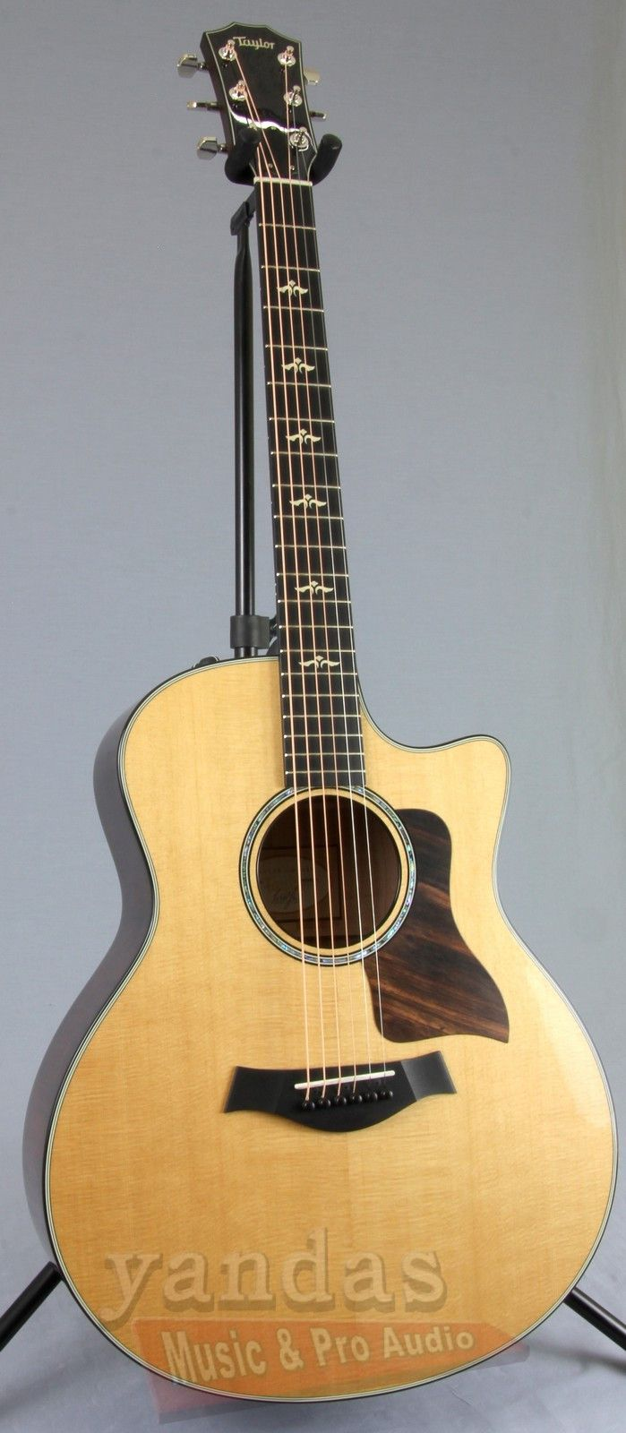 Acoustic guitar - Wikipedia