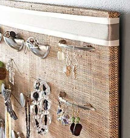 Decorate And Organize Jewelry With Burlap