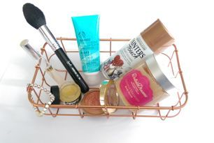 Blog Beauty and The Payroller featuring Dolce Dreams Coconut Macaroon Body Scrub.