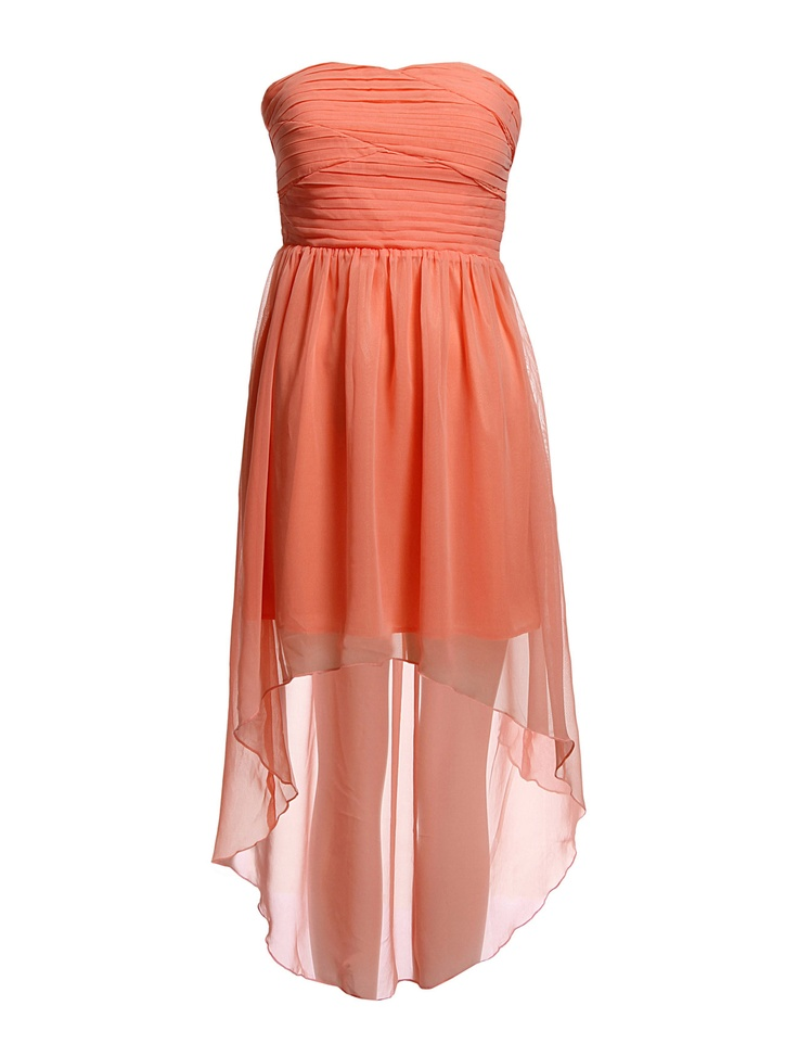 SMALL HIPS - Put on a dress that will end just around the lower part of your legs with a wide hem.