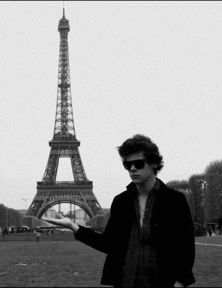 Quando ele parecia o turista mais perfeito do mundo: | 29 momentos em que Harry Styles foi o mais fofo do mundo