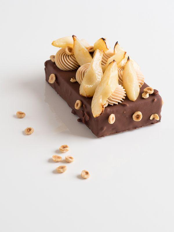 En cette semaine d'Halloween, notre cœur de gourmand balance entre les douceurs et les sorts. La Tentation fruitée propose le meilleur des deux mondes avec ses saveurs irrésistibles ! #NicolasBernardé #PâtisserieDuSamedi #dessert #cake #gourmand #gourmet #teatime #Frenchpastry #chocolat #chocolate #チョコレート #poire #pear #梨 #caramel #キャラメル #Paris #ParisIsAlwaysAGoodIdea #French #gâteau #LaGarenne #Colombes #LaDefense #Neuilly #Courbevoie #Levallois #Instafood #goûter