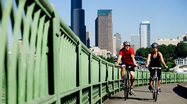 CHICAGO - DO: Bike along Lake Michigan #LoveYourCityMore