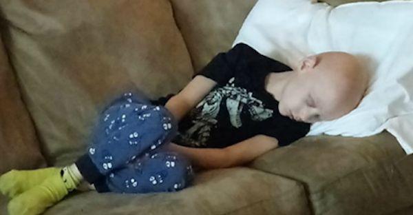 Un papà con il cuore spezzato: 'Ecco la sofferenza di mio figlio...' FOTO - http://www.sostenitori.info/un-papa-cuore-spezzato-la-sofferenza-mio-figlio-foto/269720