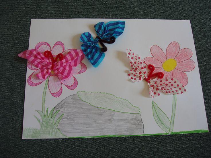 Motýlci z krepového papíru