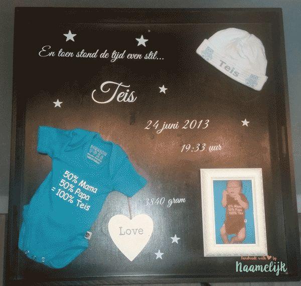 Stoer geboortebord van Teis met rompertje, mutsje en fotolijstje! DIY met stickers!