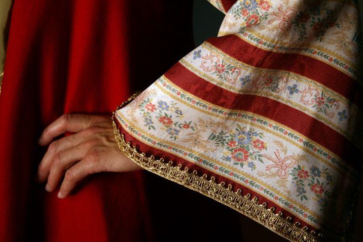 Detail from traditional costume of Tsakonia, Αdrcadia, Greece/ Λεπτομερεια απ την παραδοσιακη φορεσια της Τσακωνιας, Αρκαδια.