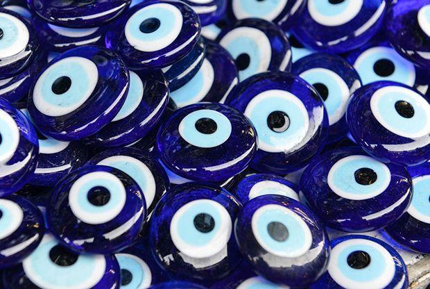 Olho azul espanta maus olhados. 50 curiosidades interessantíssimas que você não sabia sobre o Azul / 50 shades of blue! Curiosities about the colour.