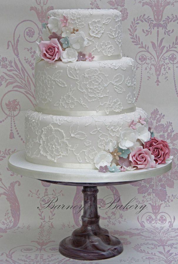 Vintage brush embroidery lace wedding cake