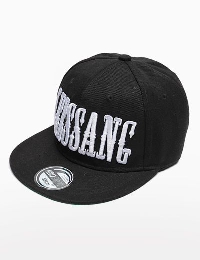 Today's Hot Pick :LEESANG Snapback Cap http://fashionstylep.com/P0000WBV/theaction/out Complete your cool street style look with this LEESANG snapback cap. Team this piece with a laid-back look of muscle tee, denim shorts and lace-up sneakers. - LEESANG embroidered crown - Flat peak - Solid color design - With eyelets - Back keyhole