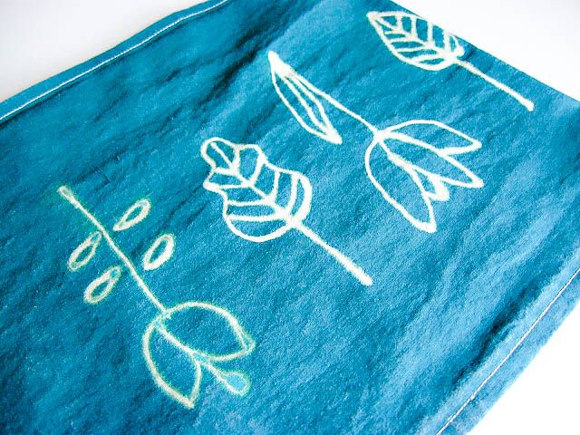 Plenty of Paprika: Bleach Pen Linen Table Runners and Tips on Using Bleach Pens