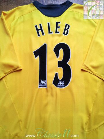 Relive Alexander Hleb's 2005/2006 Premier League season with this vintage Nike Arsenal away football shirt.