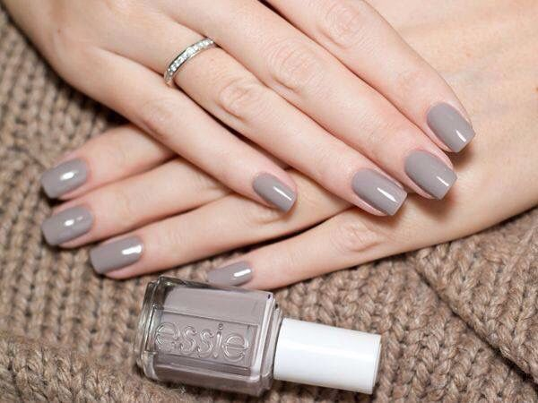 So simple and pretty light brown nails.