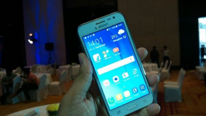 Samsung Galaxy J2 Gets Official - The Samsung Galaxy J2 will retail for Rs. 8490 in India which is about $130 at the current exchange rate, this is for the unlocked device and it will go on sale in the 21st of September.  The device will be available in three colors, gold, white and black and it comes with a 4.7 inch display with a qHD resolution of 960 x 540- pixels.   Geeky Gadgets