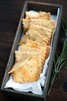 Crackers au parmesan et romarin - Crackers al parmigiano salati e rosmarino