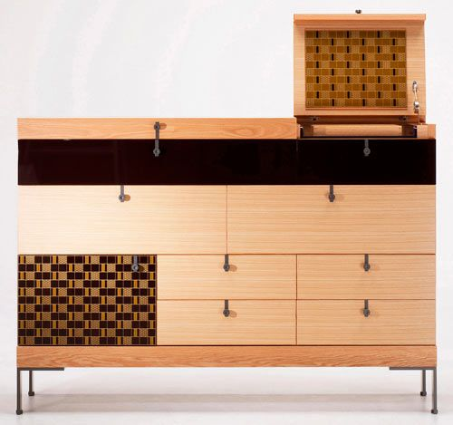 Elena Galli Giallini has recently designed the Deinde Collection for Japanese furniture company Morishige. This collection incorporates the use of urushi, which is traditional Japanese lacquer, with modern furniture.