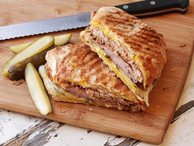 Dizem que o Cuban Sandwich (Sanduíche Cubano) nasceu nas comunidades cubanas na Flórida, Estados Unidos e é feito basicamente de pão cubano (Cuban bread), porco assado (roasted pork), presunto (ham…