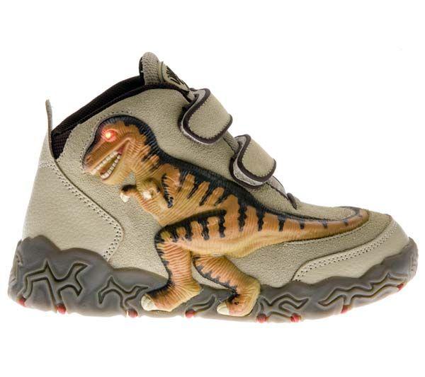 WOW! Increíbles botas con figura de Tiranosaurio Rex encastrada. Cuando caminas o corres, los ojos se iluminan y dejan la huella de tu dinosaurio favorito. Ref. 30060 Precio: 41.50 € IVA incluido Material: Ante, piel y textil de primera calidad. Suela de goma antideslizante. Se ajustan con velcro.  Diodo emisor de luz (LED).