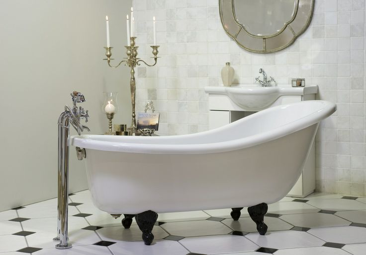 #Romance yourself with a #vintage old-fashioned Victorian claw-foot bath