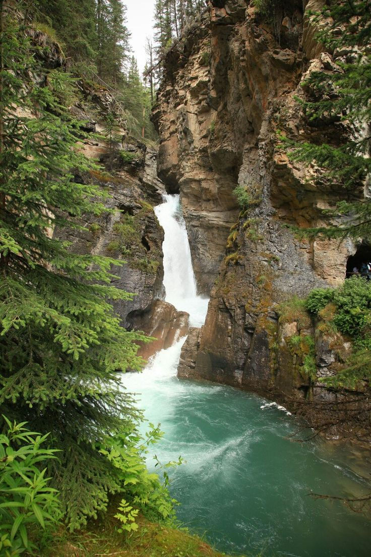 Johnson Canyon Falls, Canada